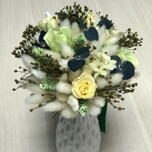 Фисташковый букет цветов (сухоцветы и розы)