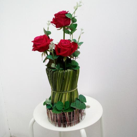 "Композиция ""розы в вазе"": букеты цветов на заказ Flowwow"