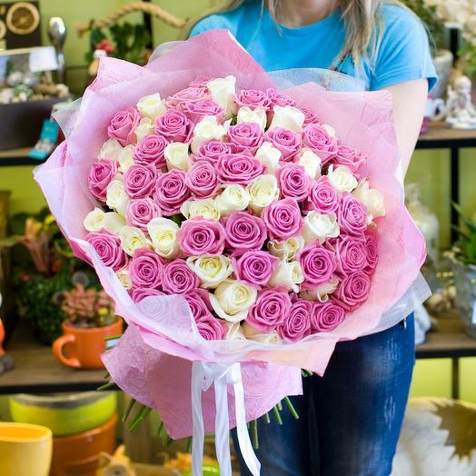 Букет из белыз и розовых роз: букеты цветов на заказ Flowwow