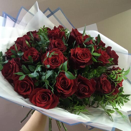 Розы Эквадор 25 с зеленью
