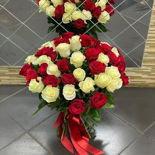 Букет из 51 красно-белой розы: букеты цветов на заказ Flowwow