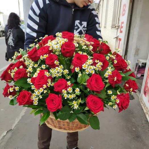 Композиция розы и ромашки