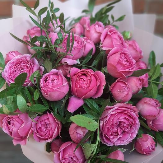 Букет пионовидных роз Рубиновое сияние