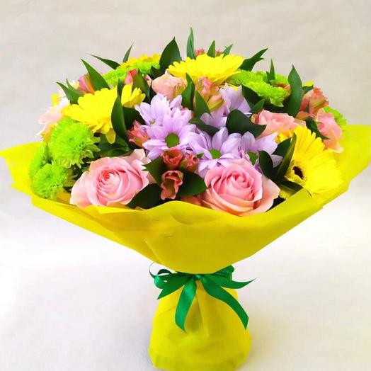 Букет сборный с жёлтыми герберами, хризантемой и розовой розой