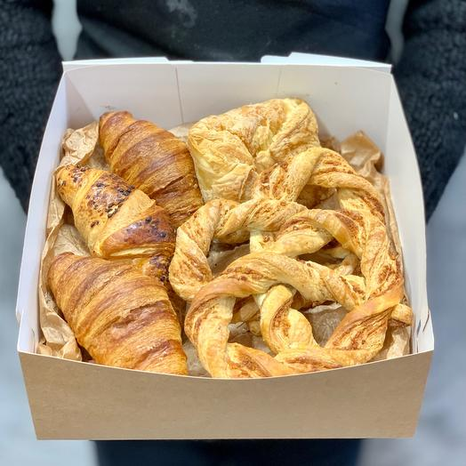 The Bavarian puffs, croissants and turnover with Apple 🥐