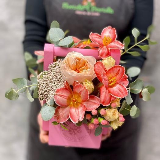 Композиция с мраморными тюльпанами