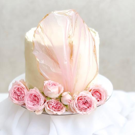 Торт с нежно розовыми розами