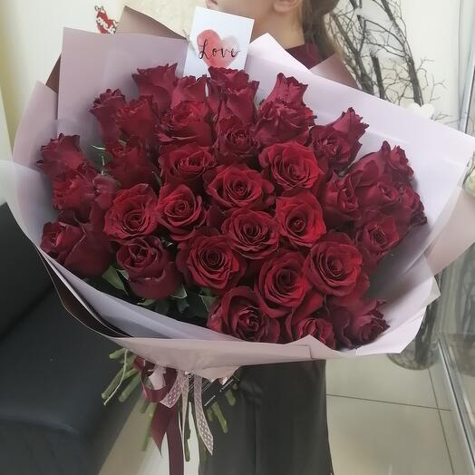 35 роз Эквадор в стильном оформлении