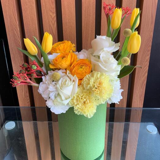 Цветы в зеленой коробке