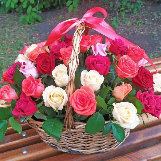 51 роза Эквадор  в корзине