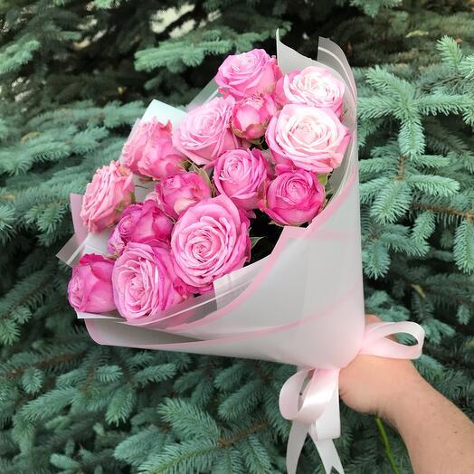 Букет из 5 кустовых пионовидных роз