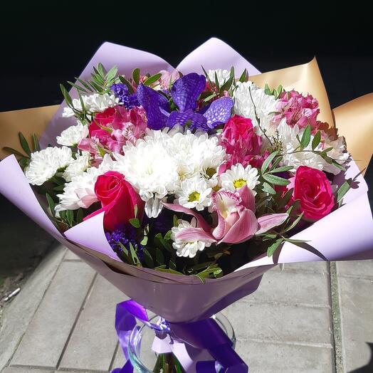 Букет с розой и орхидеями