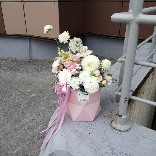 """Цветы в коробке """"нежное создание"""""""