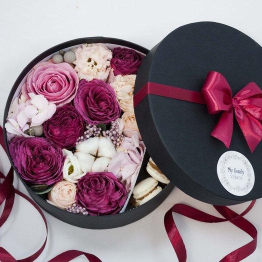 Цветы и макаруни 027арт0109: букеты цветов на заказ Flowwow