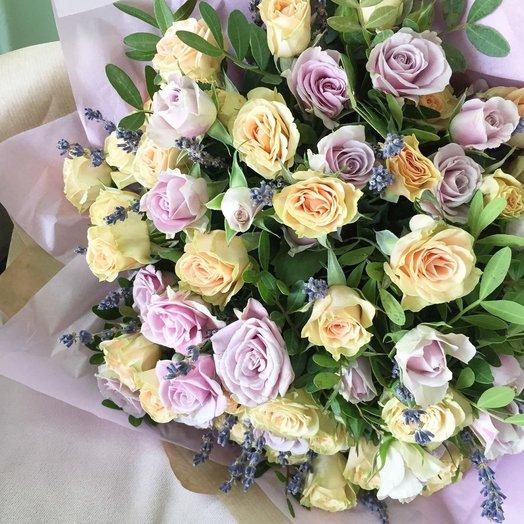 Букет кустовой розы с лавандой
