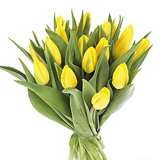 17 Желтых тюльпанов: букеты цветов на заказ Flowwow