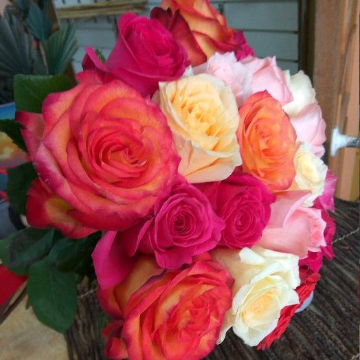 Букет из 21 разноцветной голландской розы 60 см: букеты цветов на заказ Flowwow