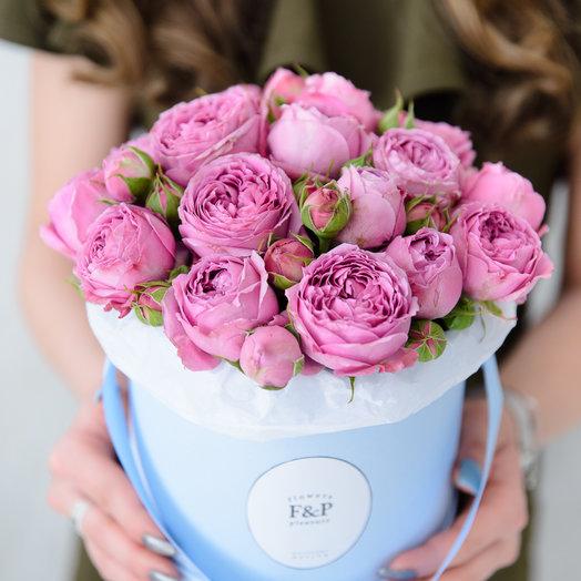 Маленькая коробка с кустовыми пионовидными розами: букеты цветов на заказ Flowwow