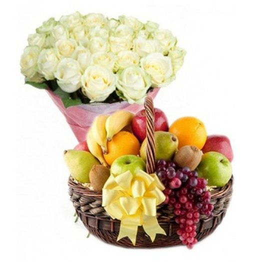 Набор 25 белых роз, корзина фруктов Код 18095