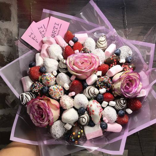 Клубничный букет «Шик»: букеты цветов на заказ Flowwow