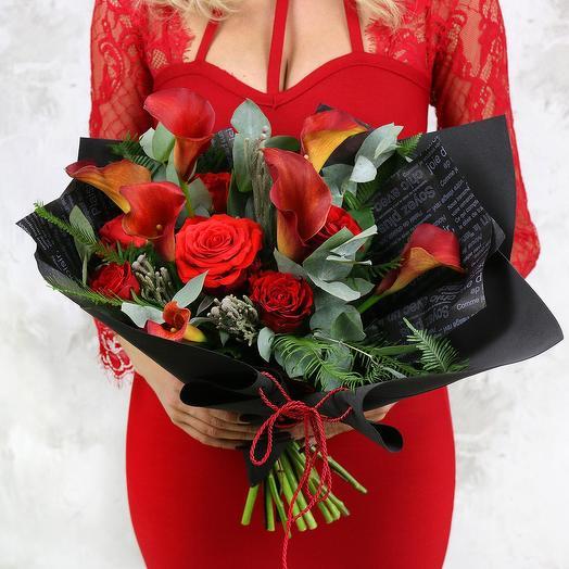 Букет из калл, роз и капса: букеты цветов на заказ Flowwow