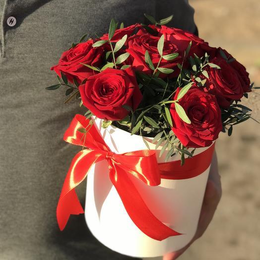 Красные розы в коробочке: букеты цветов на заказ Flowwow