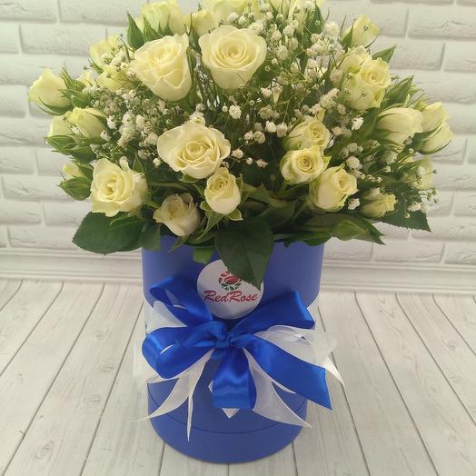 Роза кустовая белая в шляпной коробке с гепсофилой: букеты цветов на заказ Flowwow