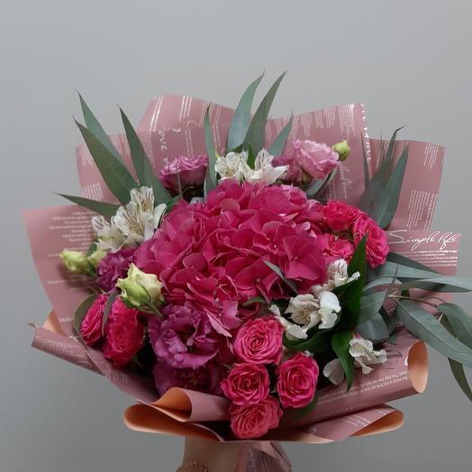 Модный букет с эустомами: букеты цветов на заказ Flowwow