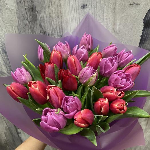 25 Тюльпанов микс в упаковке: букеты цветов на заказ Flowwow