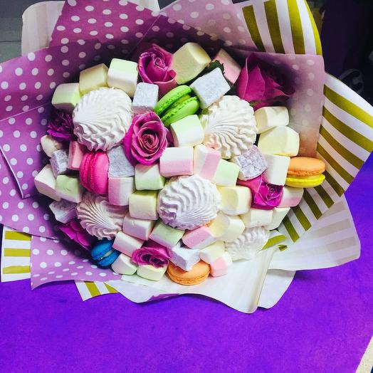 A bouquet of Marshmallow and Macaron