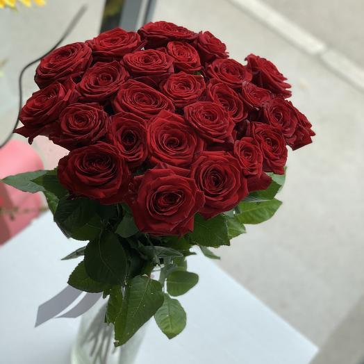 Букет из 25 красных пышных роз