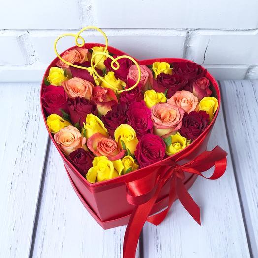31 разноцветная роза в коробке-сердце