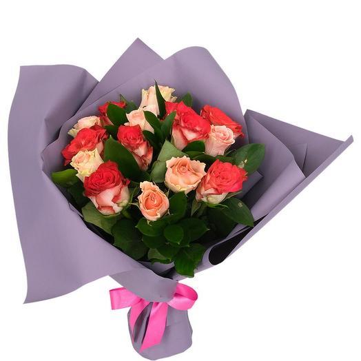 Букет из розы Кения микс (цвет упаковки может отличаться от фотографии)