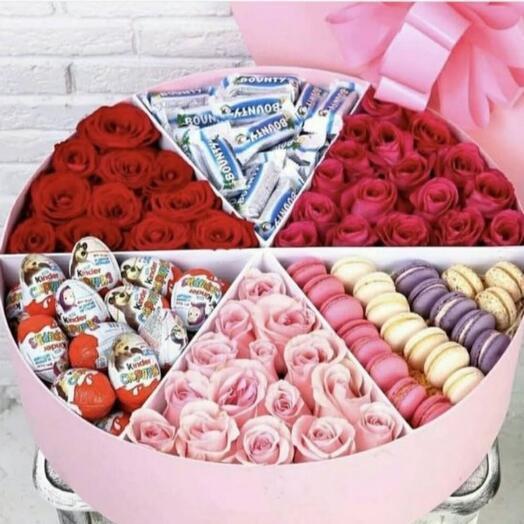 Розы в коробке с шоколадом
