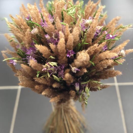 Сухоцветы с сиреневой незабудкой