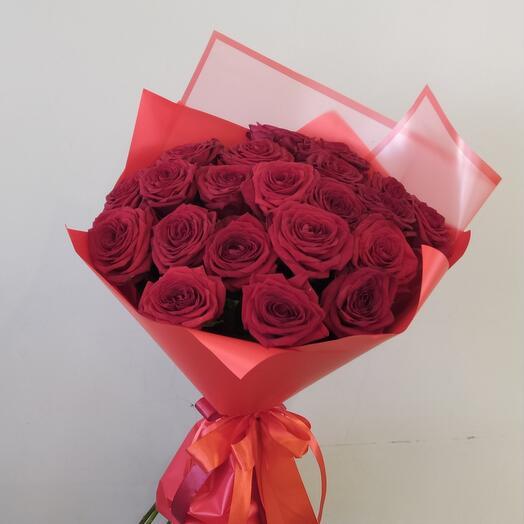 Букет из роз сорта Red Naomi 21 шт