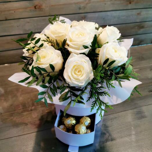 Коробка Белых роз с Ferrero Rocher