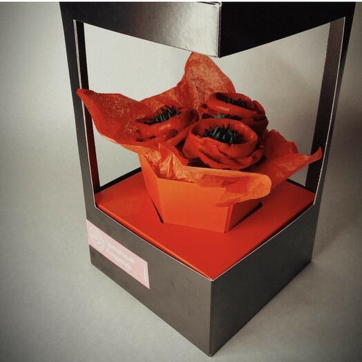 Мини букет маков из 3 цветочных капкейков
