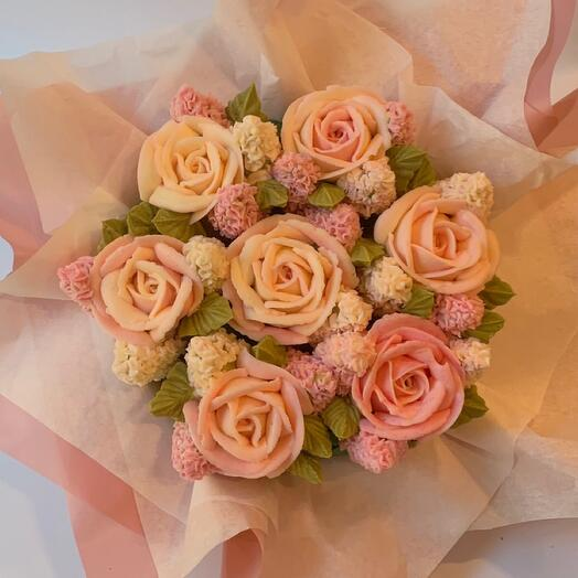 Delicious bouquet of cupcakes: mini roses and hyacinths