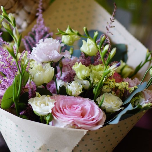 Нежный букет в кулечке: букеты цветов на заказ Flowwow