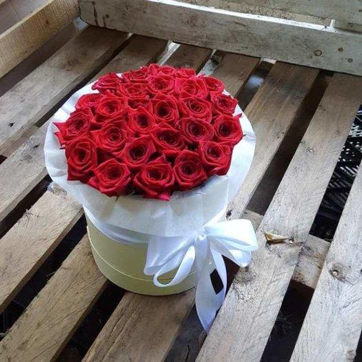 25 красных роз в коробочке: букеты цветов на заказ Flowwow