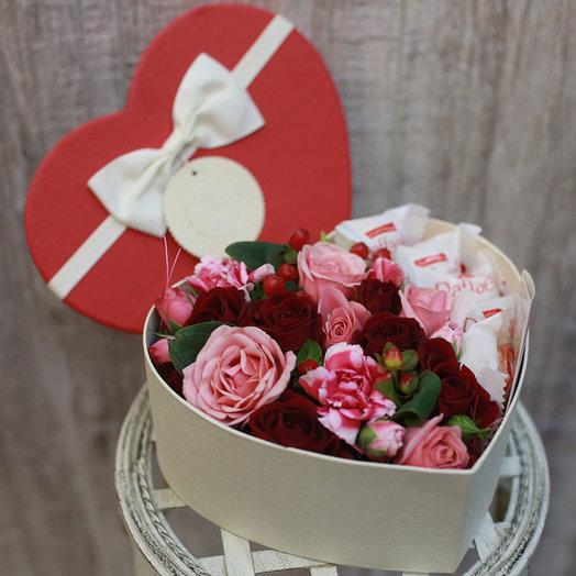 Коробочка в форме сердца с рафаэллой: букеты цветов на заказ Flowwow
