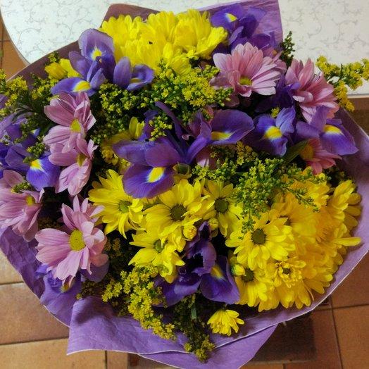Хризантемы и ирисы: букеты цветов на заказ Flowwow