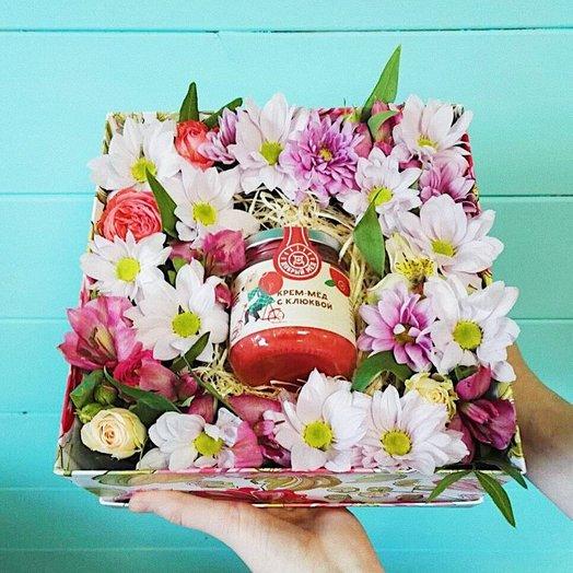 Коробка с цветочной композицией и медом: букеты цветов на заказ Flowwow