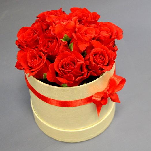 """Розы в коробке """"Комплимент"""": букеты цветов на заказ Flowwow"""