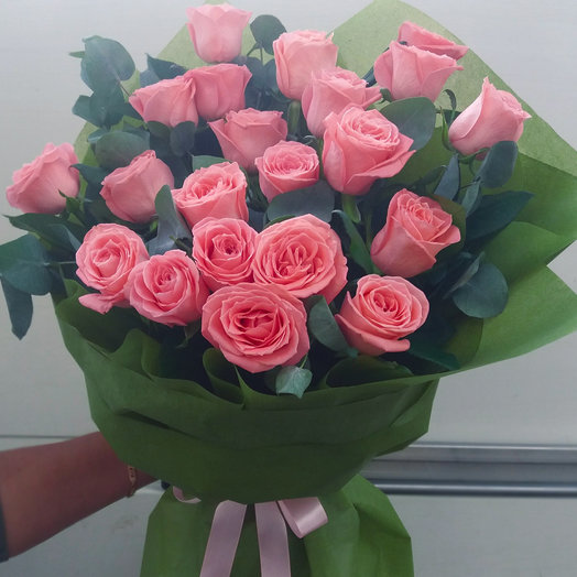 Букет из роз и эвкалипта: букеты цветов на заказ Flowwow