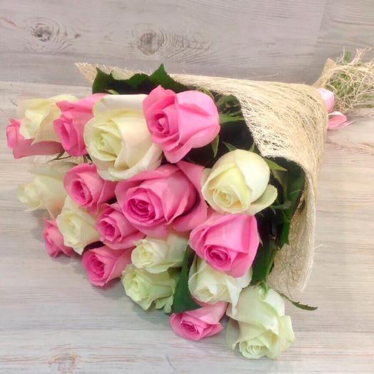 Дуо из белых и розовых роз
