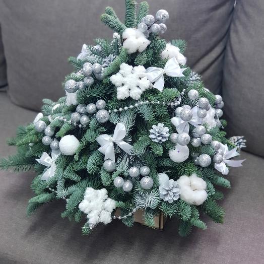 Ёлка новогодняя: букеты цветов на заказ Flowwow
