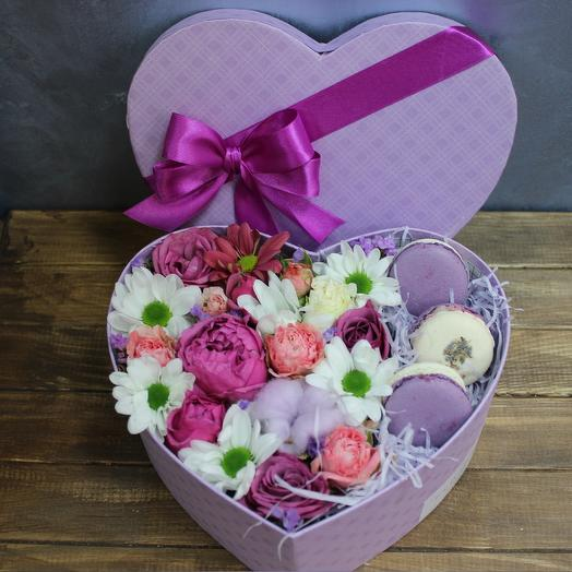 """A delicious box of macaroons """"Heart of history"""": flowers to order Flowwow"""