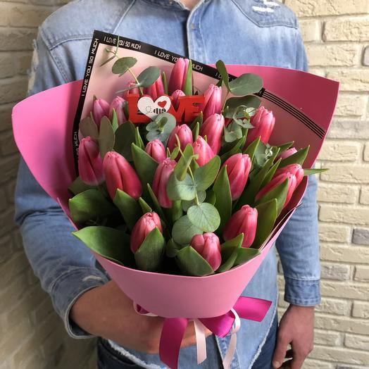 Розовые Тюльпаны с эвкалиптом: букеты цветов на заказ Flowwow